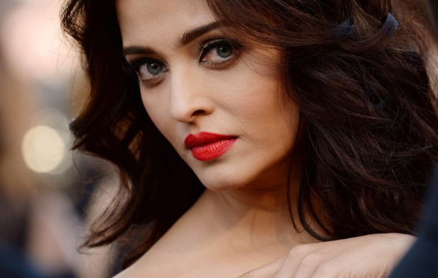 Aishwarya Rai Bachchan most beautiful eyes in Bollywood 2016-2017