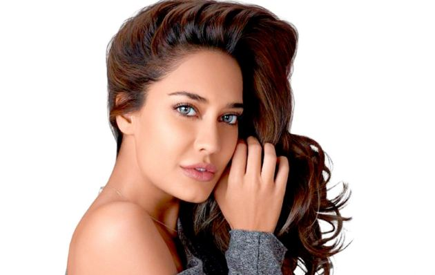 Lisa Haydon most beautiful eyes in Bollywood 2016-2017