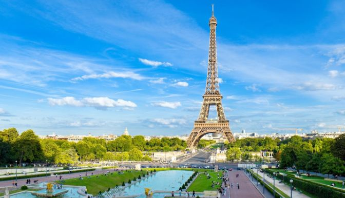 Paris effil tower the most popular vacation spots 2016-2017-2018