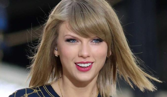 Taylor Swift most popular beautiful young celebrities in the world 2018