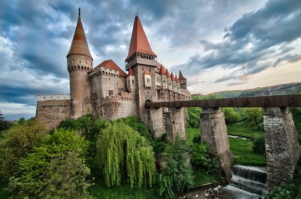 10 the draculas castle in romania - Worlds Beautiful Houses