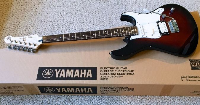 Yamaha Pacifica Series PAC112V