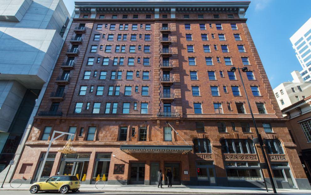 21c-museum-hotel-cincinnati-top-ten-best-and-most-luxurious-hotels-in-america-2017