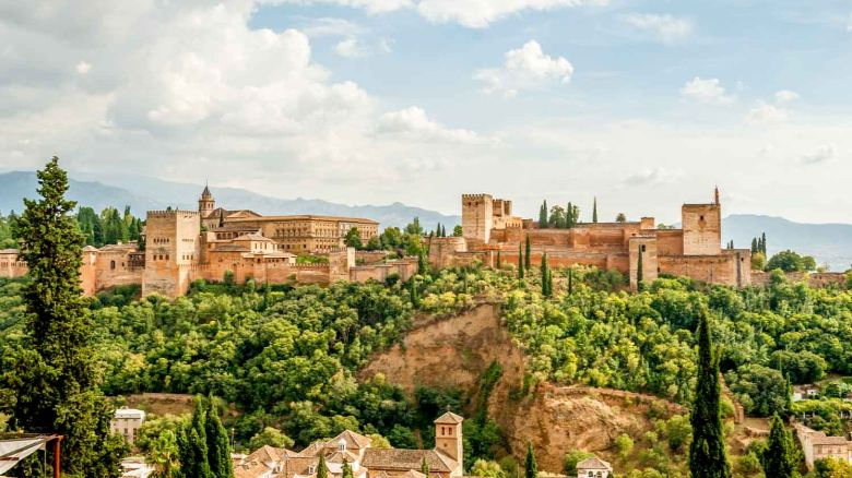 alhambra-top-10-most-beautiful-royal-palaces-in-the-world-2017