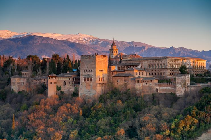 alhambra-top-most-famous-daytime-tourist-attractions-in-spain-2019