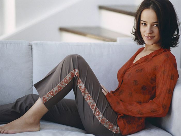 alizee, Top 10 Most Beautiful Hottest French Women 2017