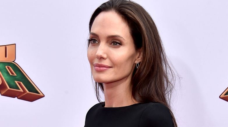 angelina-jolie-top-10-most-beautiful-and-hottest-lips-in-hollywood-2017