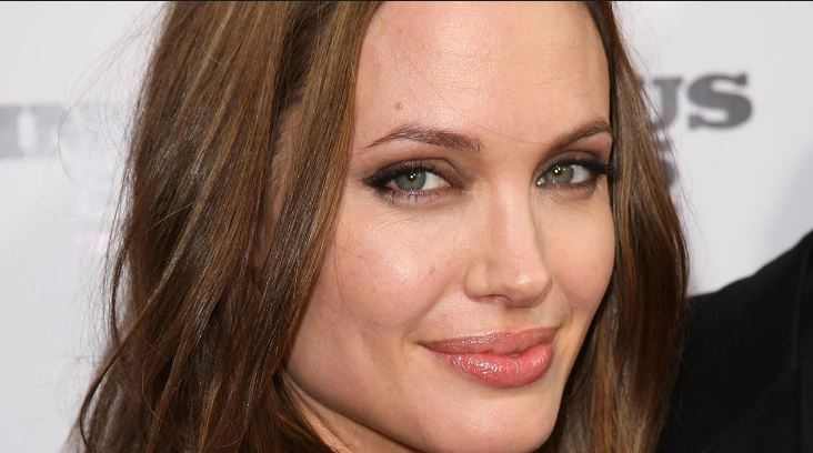 angelina-jollie-top-10-most-popular-hollywood-actresses-2017