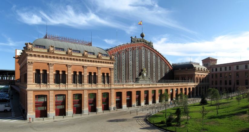 atocha-station-madrid-top-amazing-railway-stations-in-the-world-2017