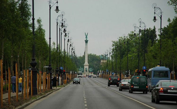 avenue-montaigne-top-famous-and-most-expensive-shopping-streets-in-the-world-2018