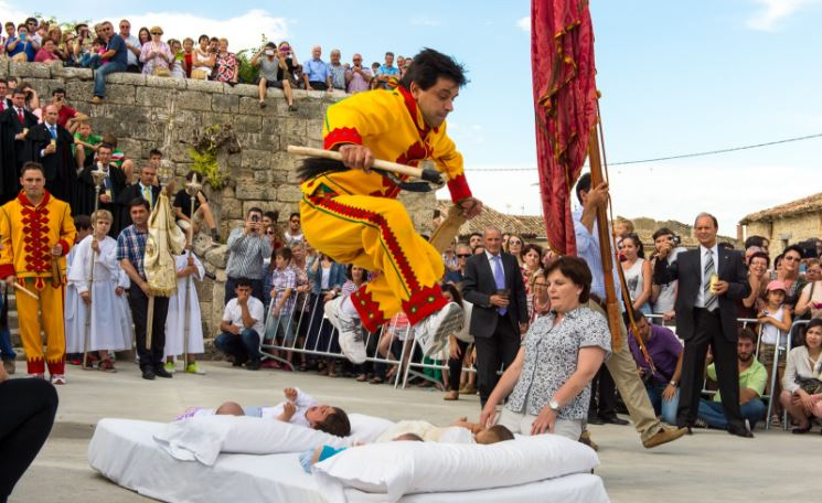 baby-jumping-festival-top-10-most-bizarre-festivals-in-world-2017