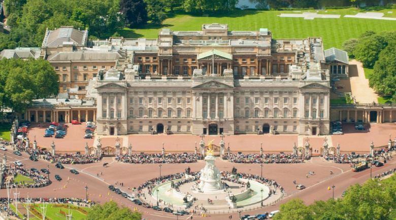 buckingham-palace-top-beautiful-royal-palaces-in-the-world-2017