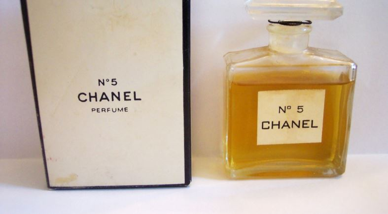 chanel-no5-top-most-famous-halloween-perfumes-2018