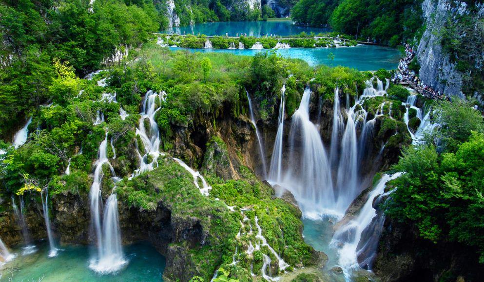 croatia-plitvice-waterfalls-top-most-popular-beautiful-waterfalls-in-the-world-2018