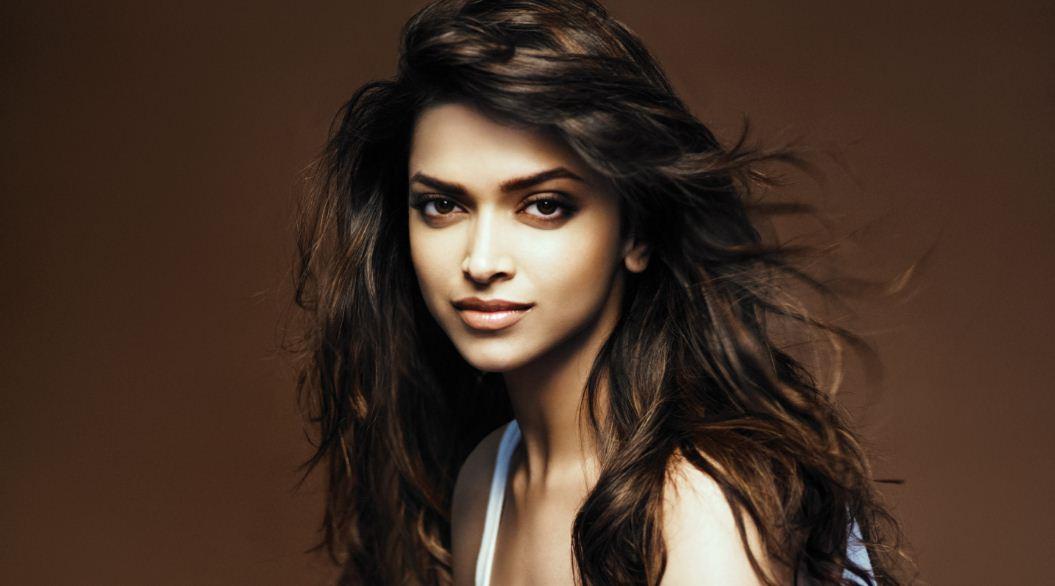 deepika-padukone-top-famous-sexiest-bollywood-actresses-2018
