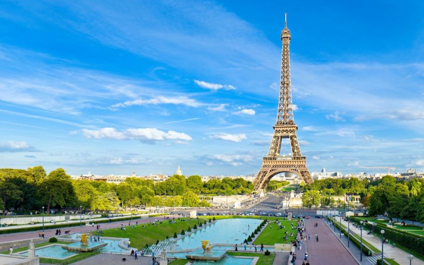 eiffel-tower-top-most-famous-beautiful-tourist-destinations-in-france-2018