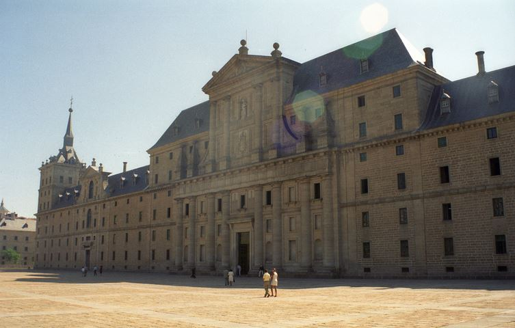 el-escorial-top-famous-daytime-tourist-attractions-in-spain-2018
