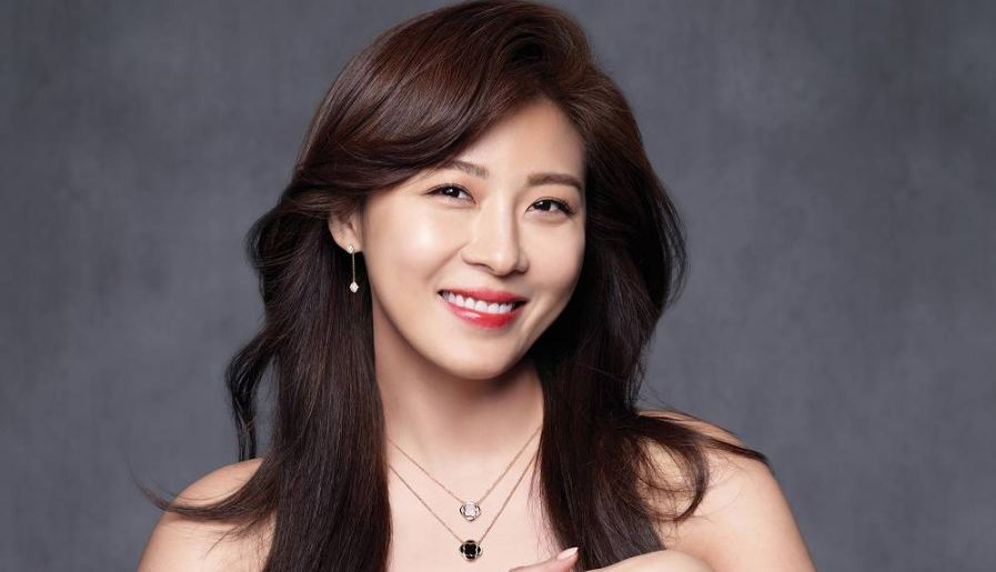 ha-ji-won-top-popular-beautiful-and-hottest-hollywood-debutants