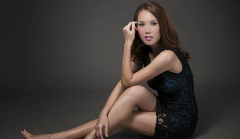 julie-woon-top-popular-beautiful-women-in-malaysia-2019