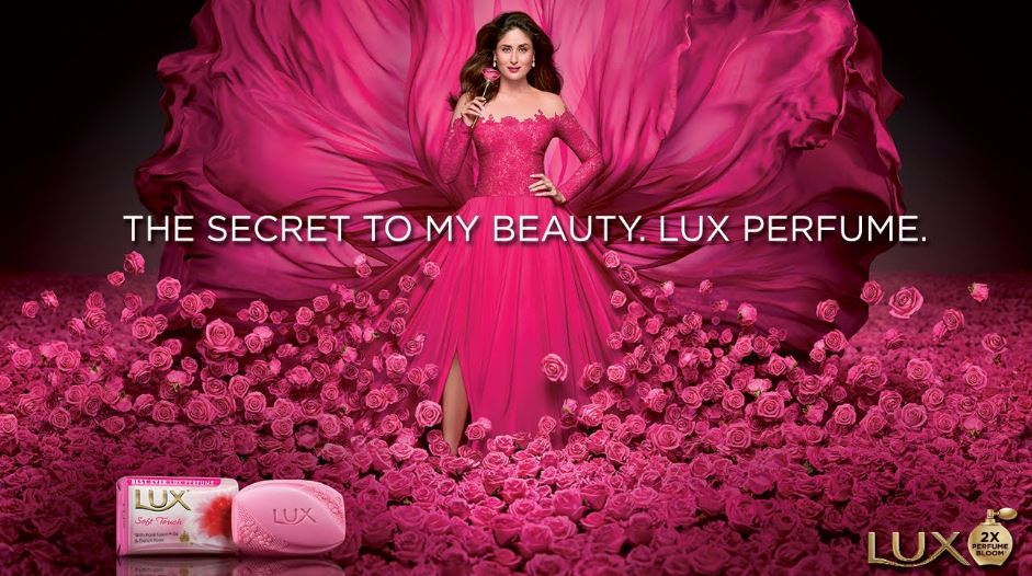 kareena-kapoor-top-ten-favorite-perfume-brands-of-bollywood-actresses