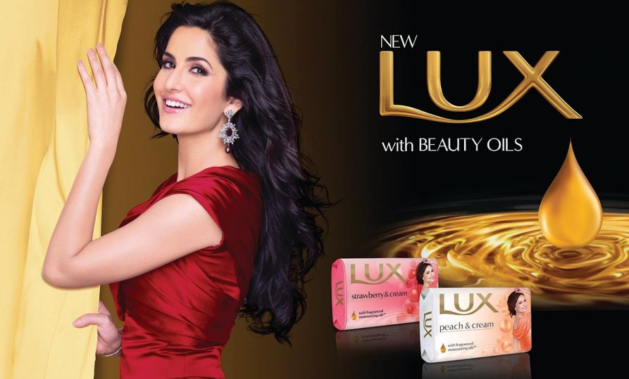 katrina-kaif-top-ten-famous-favorite-perfume-brands-of-bollywood-actresses-018