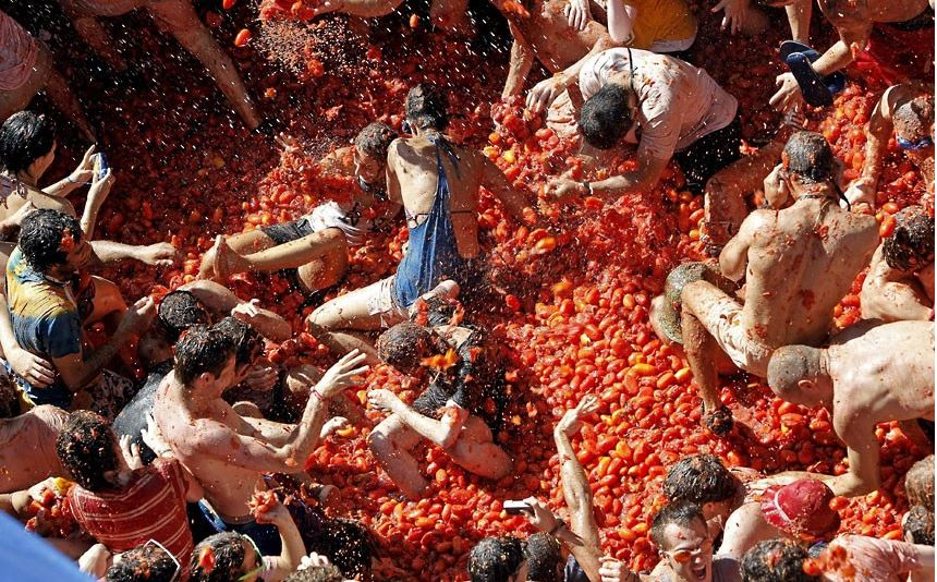 la-tomatina-bunol-spain-top-famous-amazing-festivals-in-the-world-2018
