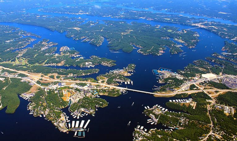lake-of-the-ozarks-top-famous-amazing-lakes-in-usa-2019