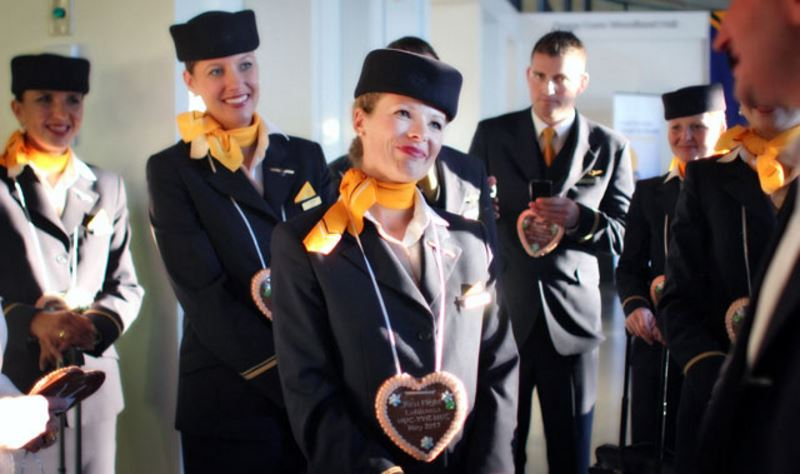 lufthansa-airlines-with-beautiful-and-attractive-air-hostesses-in-the-world