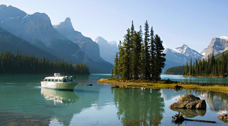 maligne-lake-canada-top-most-stunning-summer-destinations-in-the-world-2017