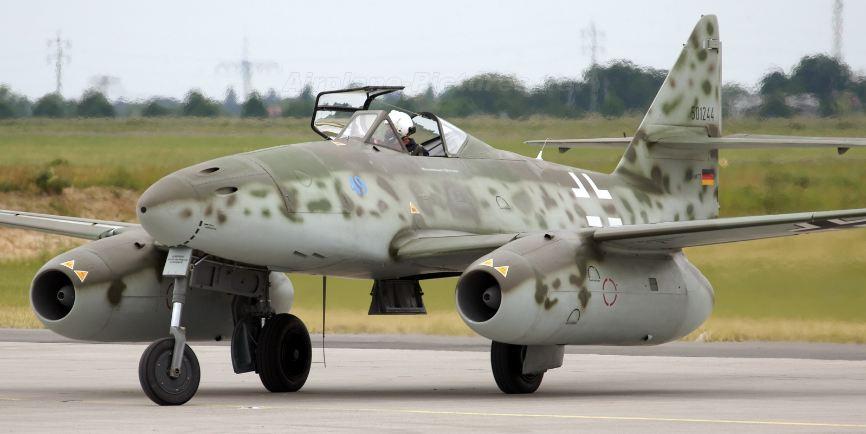 messerschmitt-me-262-swallow-top-10-super-weapons-built-by-nazi