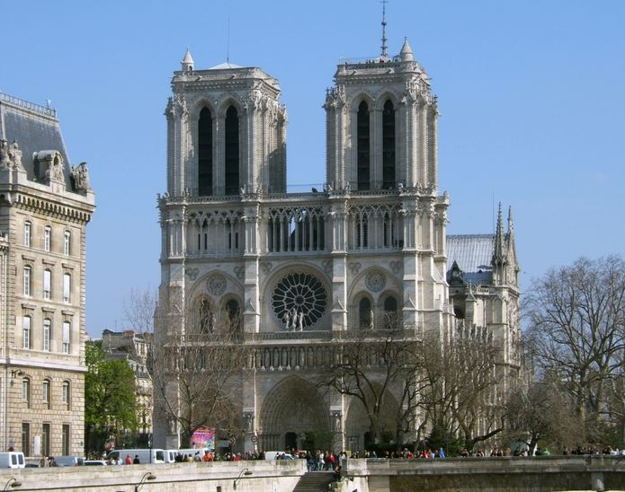 notre-dame-cathedral-top-most-famous-historical-places-in-france-2019