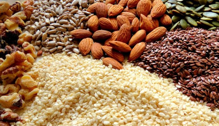 nuts-and-seeds-top-10-best-bodybuilding-foods-for-women