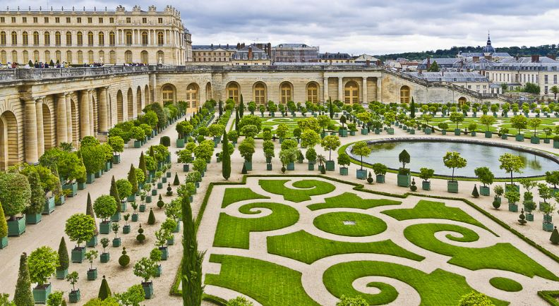 palace-of-versailles-top-10-most-beautiful-royal-palaces-in-the-world