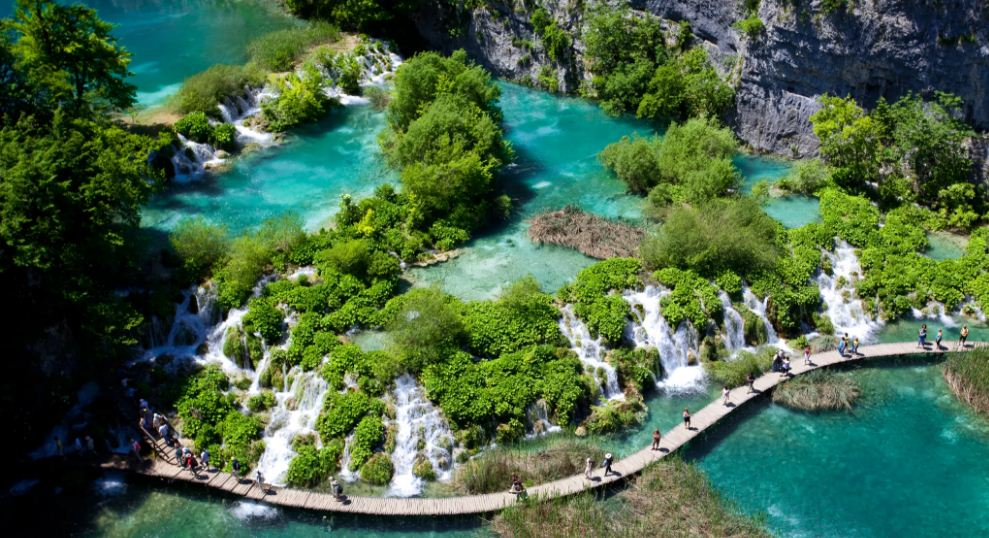plitvice-lakes-croatia-top-most-famous-beautiful-places-in-the-world-2019
