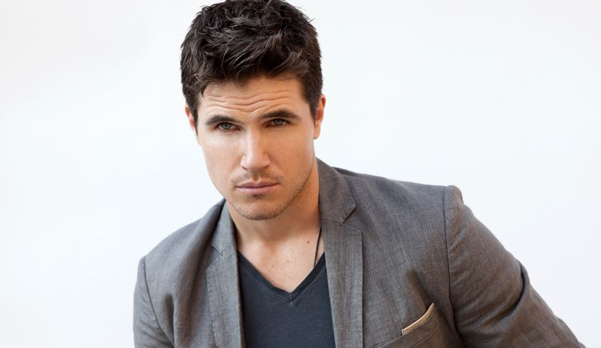 Robbie Amell Top 10 Most Handsome White Actors