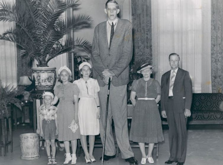 robert-wadlow-top-10-tallest-people-in-history