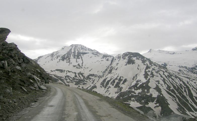 rohtang-pass-india-top-most-famous-amazing-roads-in-the-world-2019