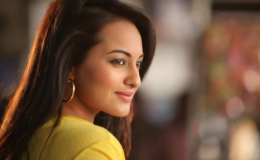 sonakshi-sinha-top-favorite-perfume-brands-of-bollywood-actresses-2017