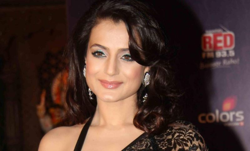 ameesha-patel-top-10-most-educated-bollywood-stars-2017