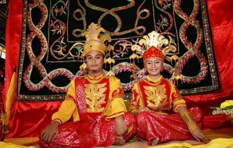 bathroom-ban-of-tidong-top-weirdest-traditions-from-around-the-world