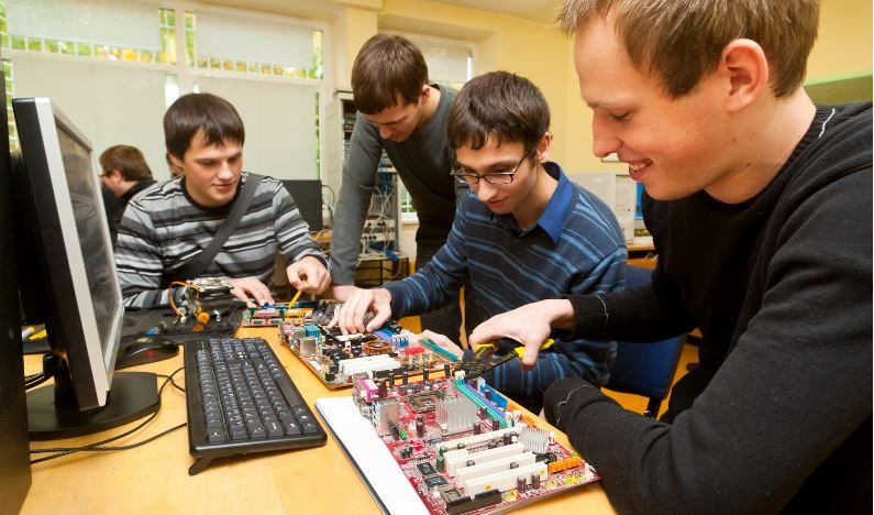 computer-hardware-engineering-top-famous-highest-paid-successful-undergraduate-degrees-2019