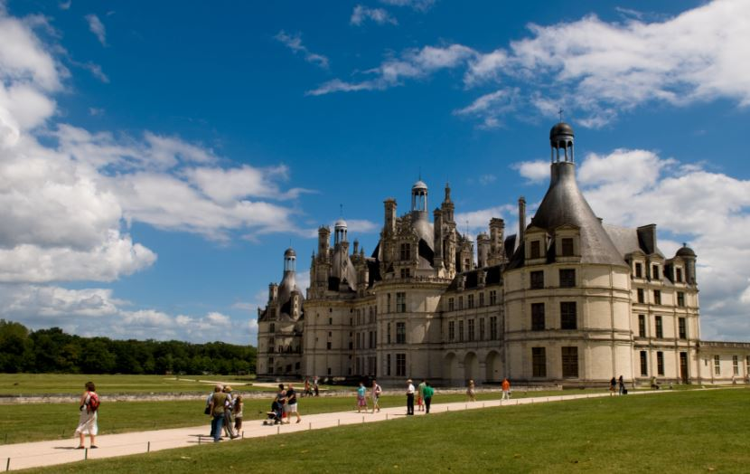 chateau-de-chambord-top-famous-tourist-attractions-of-france-2018