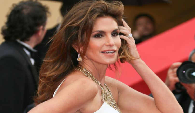 cindy-crawford-most-hottest-soccer-moms-in-world-218