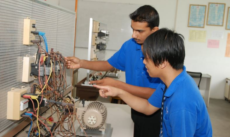 ELECTRICAL & ELECTRONICS ENGINEERING Top 10 Highest Paid-Successful Undergraduate Degrees