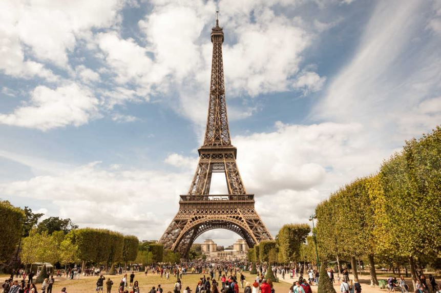 eiffel-tower-top-weird-suicide-locations-in-the-world