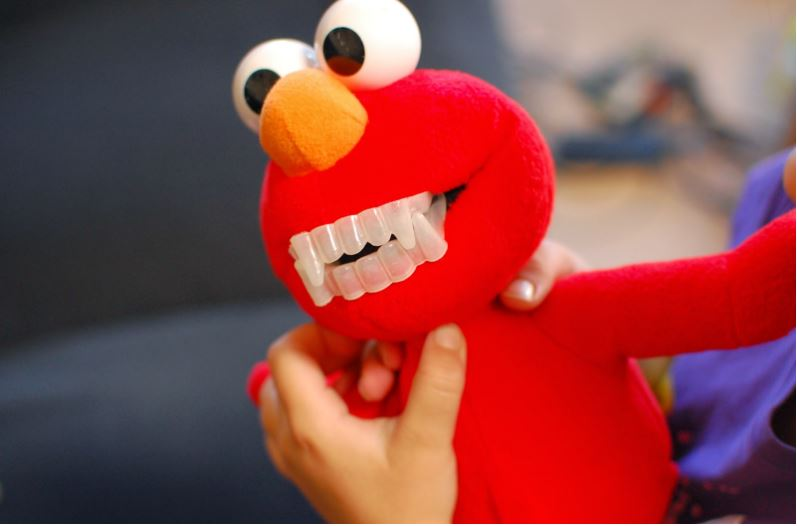 elmo-popular-freaky-dolls-that-will-make-you-scared-2019