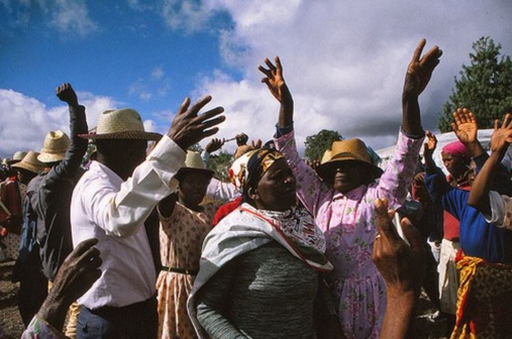 famadihana-dancing-with-the-dead