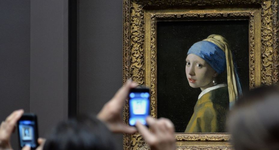 girl-with-a-pearl-earring-top-10-most-famous-paintings-of-all-time-2017