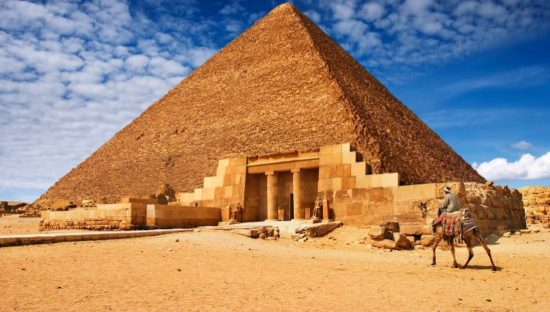 great-pyramid-of-giza-egypt-top-most-popular-wonders-of-the-ancient-world-2018