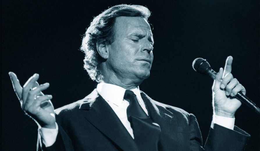 julio-iglesias-top-famous-richest-male-singers-2019